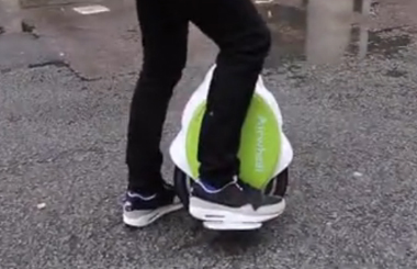 Matt Edmondson 第一次骑 AirWheel Q5,简直太容易了!